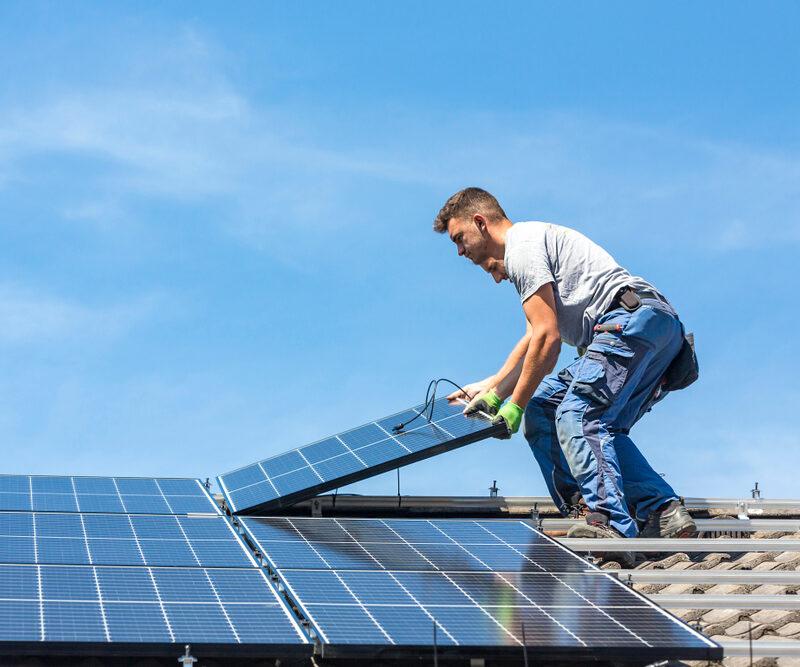 Construire une toiture photovoltaïque: une solution innovante pour les entreprises